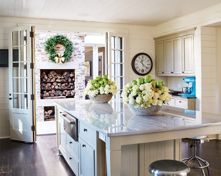 Holiday Decorating Tips from Southern Home Magazine - The Ribbon in ...